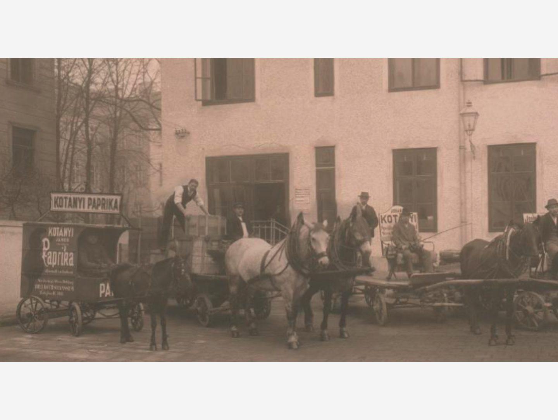 Черно-бяла снимка: Доставки на червен пипер с карета, теглена от коне, през 1881 г.