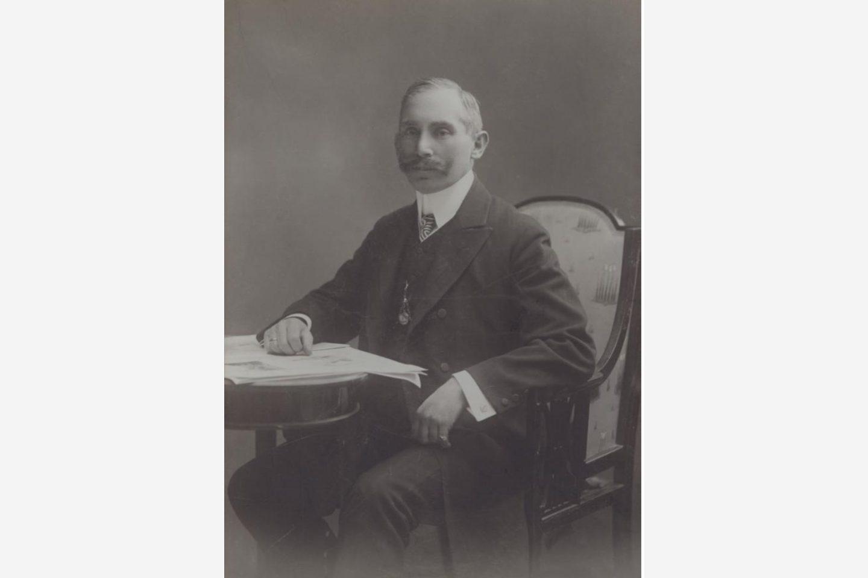 Черно-бяла снимка: Портрет на Янош Котани от 1881 г.