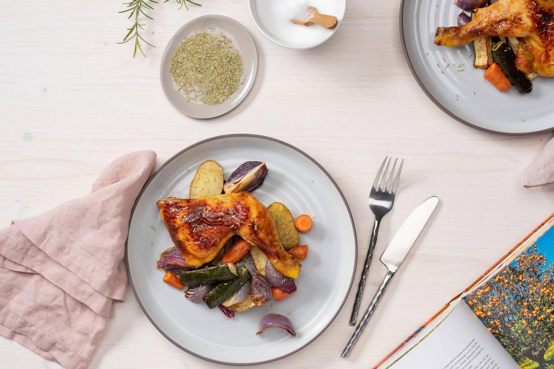 Пиле с розмарин и печени зеленчуци до настоящата опаковка с розмарин.